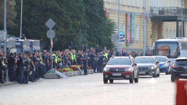 """""""Велико народно въстание 2"""": КПП-та на протеста и сериозни полицейски проверки"""