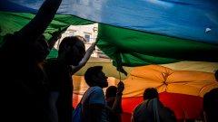 За последен път гей парадът в Истанбул се проведе през 2014-а година. От три години насам, той е забраняван или прекратяван от властите.