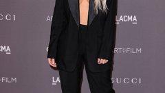 Ким Кардашиян определено обича да се показва гола. В събота вечер тя бе забравила и сутиена и блузата си.
