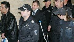 Припадъци, побой или лошо здраве мъчат Алексей Петров в ареста? На снимката - Петров на път към съда при едно от заседанията по молбата му да бъде освободен