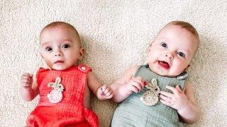 Британка зачена близнаци с 3 седмици разлика
