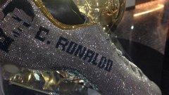 Кристиано вече има кристални обувки от Swarovski