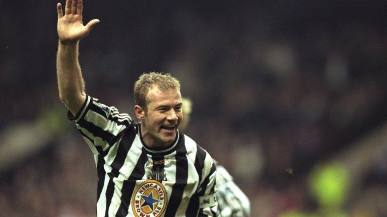 """10. Алън Шиърър  Не много футболисти могат да откажат на Юнайтед, но Алън Шиърър го направи на два пъти. Първо го направи през 1992-ра, когато смени Саутхемптън за Блекбърн, след което повтори и четири години по-късно, когато подписа с Нюкасъл.   През 1996-а Юнайтед, точно след като бе спечелил дубъла, бе по-близо до нападателя, но след преговори между клуба и агента на Шиърър, нападателят звъннал на Фъргюсън и му казал, че избира Нюкасъл. Наставникът на """"червените дяволи"""" реши да похарчи парите, приготвени за Шиърър, и взе Рони Йонсен, Жорди Кройф, Карел Поборски, Реймънд ван дер Гоу и Оле Гунар Солскяер."""