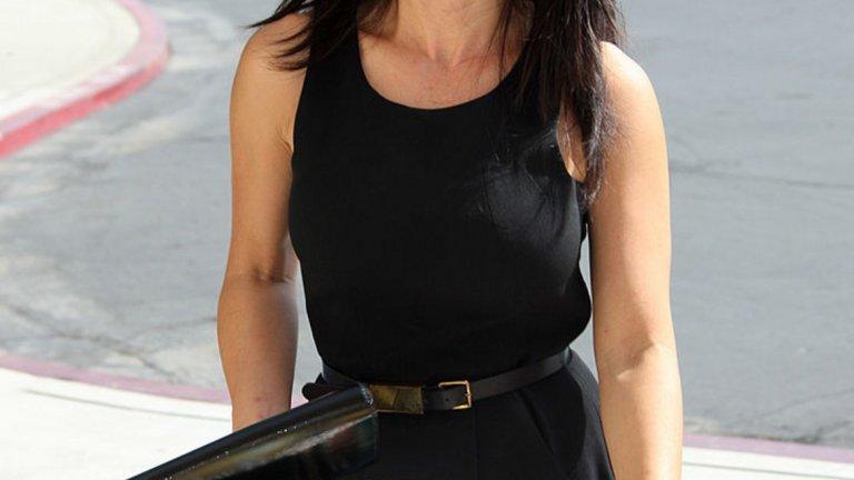 Шарън Тей е американска журналистка и бивша водеща на две програми на MSNBC. В момента представя новините на  KCBS-TV и KCAL-TV в Лос Анджелис.