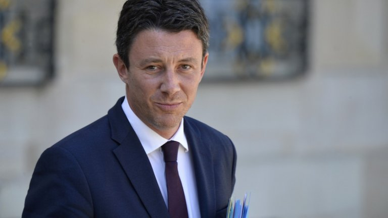 """Мастургейт"" по френски: Как сексклип съсипа кариерата на политик"
