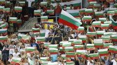 Похвално е, че хората подкрепят българските отбори. Но повечето са патриотични митингари, а не спортни фенове.