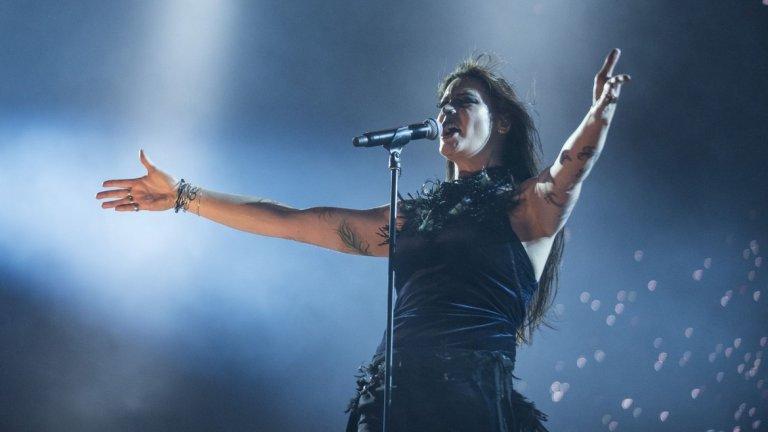 Nightwish (Флоор Янсен) - Elan  Анет обаче не се задържа дълго - само два албума, а след нея дойде холандката Флоор. В офиса дори има мнения, че нейният глас най-много подхожда на бандата. Може би и те така мислят с оглед на това, че тя доста се позадържа.