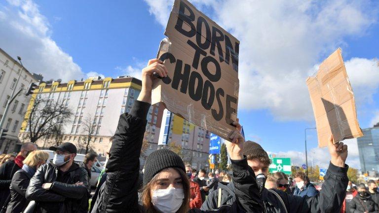 """""""Не мисля, че ще понеса пак презрението на лекарите"""": Какво е да направиш аборт в Полша"""