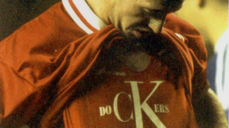 Моментът на канонизирането. Фланелката в подкрепа на докерите завинаги изкова статут на Роби сред феновете на Ливърпул.