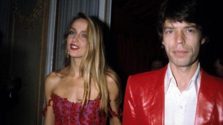 """Джери Хол и Миг Джагър  Когато Хол се разведе с Миг Джагър през 1999 година, тя прибра """"само"""" 15 млн. долара. Защо? Защото адвокатът на Джагър успя да убеди съдиите, че сключеният брак през 1991-ва в Бали е представлявал само церемония, а не легален договор."""