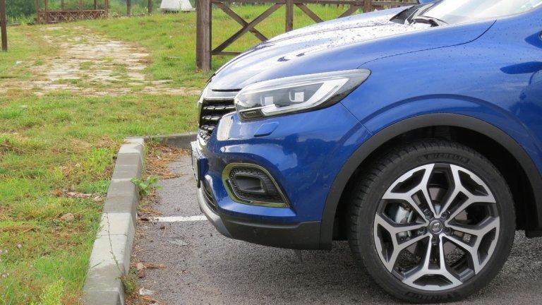 Кросоувърът вече се предлага с 1,3-литров бензинов турбодвигател с 4 цилиндъра, разработен съвместно с Daimler. При версията TCe 140 той вдига 140 к.с., като се комбинира с 6-степенна механична скоростна кутия, а при TCe 160 имаме приятните 160 к.с.и 7-степенна автоматична трансмисия с два съединителя (EDC).