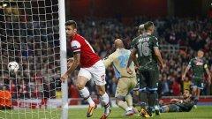 Оливие Жиру отбеляза втория гол за Арсенал, но голямата звезда на вечерта беше Месут Йозил.