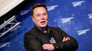 """Илон Мъск разказва за """"най-тъмните дни"""" на Tesla"""