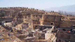 Заради подобно строителство на домове-пещери преди почти 5 века в Китай загиват около 830 000 души.