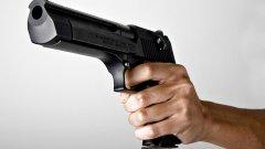 Според свидетели на случилото се, трагедията щяла да бъде още по-голяма, ако първото оръжие на нападателя не било засякло.