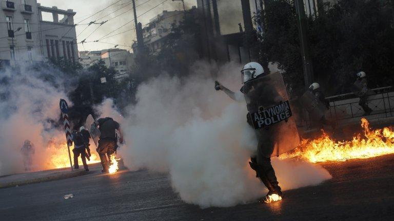 Причината за протеста е опитът на правителството да ограничи протестите