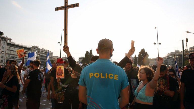 Молитвата е по-силна от ваксината, казва румънски духовник