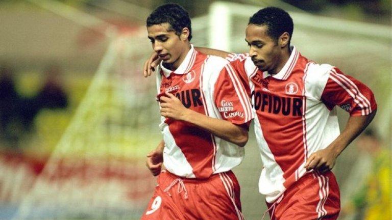 """Сезон 1997/98, четвъртфинали: Монако – Манчестър Юнайтед 0:0 Манчестър Юнайтед – Монако 1:1 (общ резултат: 1:1, Монако продължава, благодарение на гола си на чужд терен) След 0:0 във Франция, тимът на Жан Тигана сложи край на мечтите на Юнайтед за втори трофей в надпреварата, точно 30 години след първия. Давид Трезаге отбеляза за гостите, Оле Гунар Солскяер изравни, но """"червените дяволи"""" стигнаха само до равенството и отпаднаха. """"Късметлии сме, че Юнайтед имаше много проблеми със състава, но това не трябва да омаловажава постигнатото"""", сподели Жан Тигана след мача."""