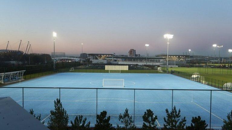 Теренът ще е за детските отбори на клуба, както и още 11 от игрищата.