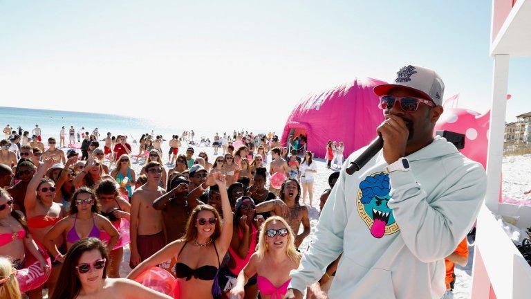 """Дестин е град в щата Флорида, САЩ. Намира се в огръг Окалуса. Тази част от """"Изумруденото крайбрежие"""" на Мексиканския залив се слави с кристално чистите си изумрудени води и бели плажове. Те създават чудесна атмосфера за почивка, плаж и голф. Дестин е и известно кулинарно средище."""