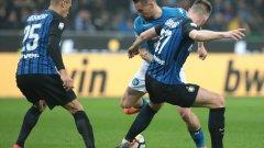 Защитата на Интер се справи с Хамшик и останалите атакуващи играчи на Наполи