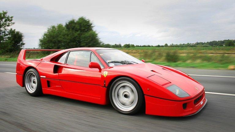 Ferrari F40На външен вид доста прилича на Testarossa, но F40 е още по-мощен. Всъщност, когато се появява в края на 80-те години, колата е най-мощният модел на Ferrari, произвеждан до момента – с 480 конски сили. Заслужава си да я споменем и защото това е последният автомобил, произведен още докато Енцо Ферари е начело на компанията си.
