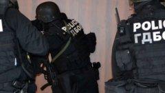 Задържани са над 10 души при акцията, като обаче тарторът на групата не е сред тях