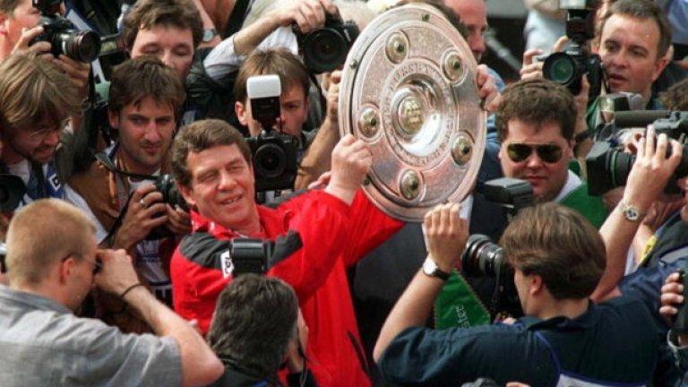 Ото Рехагел – човекът, който в рамките на 12 месеца, изведе Кайзерслаутерн до титлата във Втора Буденслига и промоция в Първа, след което – го направи и шампион в германския елит.