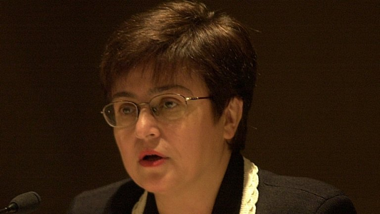Кристалина Георгиева очаква въпросите на евродепутатите