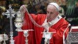 """Той отслужи литургия по повод Цветница в почти празната базилика """"Свети Петър"""""""