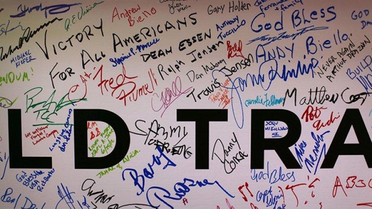 Повечето от посланията, оставени от строителите на новия WTC в Ню Йорк отдават почит на паметта на загиналите близо 3000 души при атентатите от 9/11