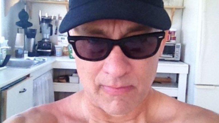 """4. Том Ханкс не си прави селфита често. Актьорът ветеран """"избухва"""" в мрежата рядко, но пък качествено."""