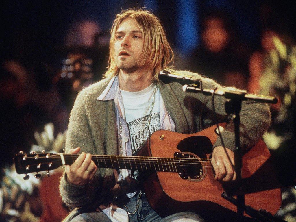 Лютата вражда с Кърт Кобейн Фронтменът на Nirvana и Аксел никак не са се харесвали, а враждата помежду им продължава самоубийството на Кобейн. На един съвместен концерт Роуз се изплюва демонстративно върху пианото, на което се очаквало, че ще свири вокалистът на Nirvana, но вместо него на стола сяда Елтън Джон. А при раздаването на наградите на MTV през 1992 г. за малко не се стига до бой. Когато Кърт и Аксел се разминават на червения килим, фронтменът на Nirvana го пита дали иска да стене кръстник на дъщеря му, а Роуз избухва и го напада, сипейки обиди.