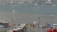 След наводненията в Гърция, Западна Турция е под вода