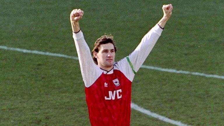 """4. Тони Адамс (1996-02). Господин Арсенал! """"Когато дойдох в Арсенал, осъзнах, че защитната четворка сякаш е завършила университет по защита, а Тони Адамс имаше докторантура"""", споделя Венгер през 1997-а. Има ли какво да се добави?"""