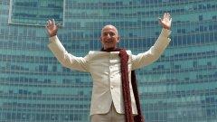 Милиардерите в света днес са рекордно много - 2208 души. На снимката: изпълнителният директор на Amazon и най-богат човек в света Джеф Безос.