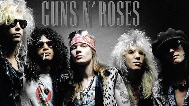 Guns N'Roses - Don't Cry На Guns N'Roses определено им се получават баладите. Високият глас на Аксел Роуз в комбинация с брилянтните китари на Слаш са перфектната комбинация за разтуптяване на женски сърца. И все пак ако трябва да се избира най-култова от техните балади, изборът пада на Don't Cry (въпреки гениалните сола в November Rain).