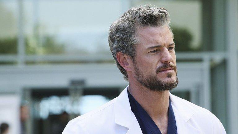 """Д-р Марк Слоун """"Анатомията на Грей"""" е сериал, особено богат на красиви актьори и актриси, поради което тук сме сложили цели трима  лекари с висок """"сексинес"""" рейтинг. Първият от тях е изигран от Ерик Дейн, който влиза в ролята на доктор Марк Слоун. Доктор Слоун пристига в Seattle Grey Hospital като пластичен хирург и като бившия най-добър приятел на доктор Шепърд. Бивш, защото преспал с жена му. Честно казано, дори със сериозен морален напън, пак не можем да осъдим тази жена."""