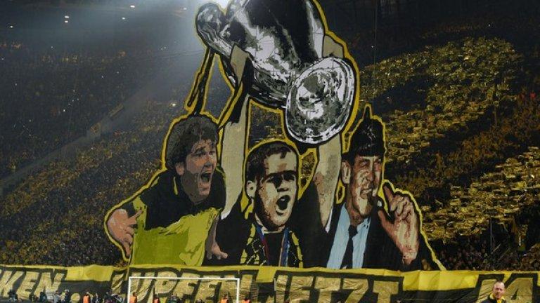 Кале Ридле, Ларс Рикен и пушещият небрежно пура Отмар Хицфелд вдигат купата на шампионите. Жълтата стена ултраси на Борусия (Дортмунд) пресъздаде гледката от 1997 г. преди реванша с Ювентус преди седмица, но... историята не се повтори. Тогава немците победиха с 3:1 на финал, сега загубиха с 0:3 от същия съперник.