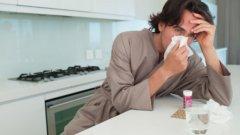 Тресе ви, имате температура и хрема, боли ви гърлото, а очите сълзят... Какво ли е?
