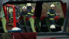 Полицията е успяла навреме да извади всички от буса, преди той да се запали изцяло