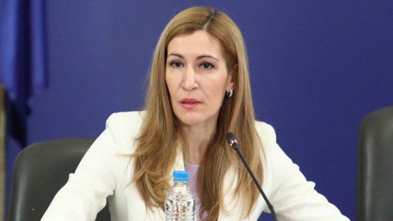 Летният туристически сезон ще бъде удължен до края на октомври, обяви министър Ангелкова