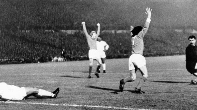 """9 март 1966 г. - Шоуто в Лисабон. Бенфика по онова време е един от трите топ отбора на Европа. Юнайтед ги среща на полуфинал в Купата на шампионите, като печели трудно първия мач с 3:2 у дома. Мат Бъзби издава нареждане - да се браним здраво в първите минути в Лисабон, да удържим бурята... Вместо това Бест вдъхновява удивително представяне през първото полувреме - 3:0 за Юнайтед, като два гола са на №7, а той асистира и за третия на Джон Конъли. """"Очевидно не си слушал"""", подхвърля му Бъзби на почивката. Юнайтед бие с 6:2, а Бест е невероятен."""