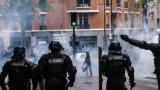 Силите на реда в Париж използваха сълзотворен газ, за да разпръснат тълпата