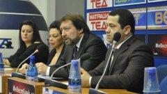 Семейно Баневи заедно с тяхната юристка и първия вицепрезидент на Търговско-промишлената палата на Израел Валерий Мегиров