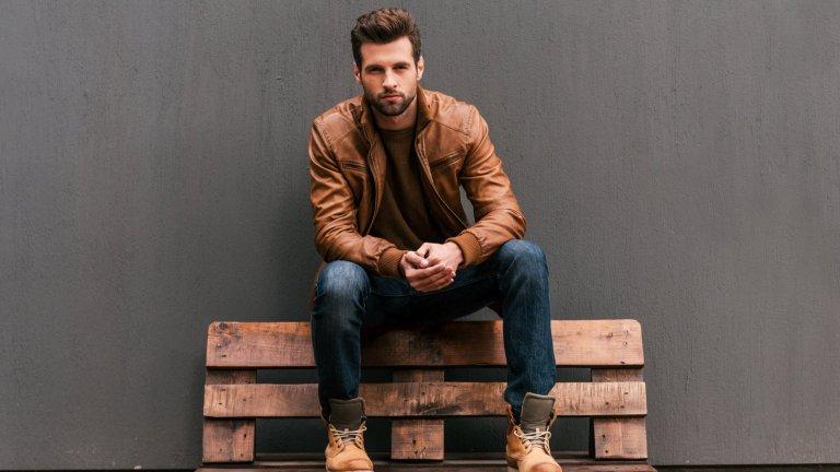 Кафяво и пастелни тоновеПри мъжката мода в студените дни ще е модерно всичко в кафяво, бежово, кремаво и цялата гама от бледи пастелни тонове. Това важи с пълна сила и за връхните дрехи като якета и палта.