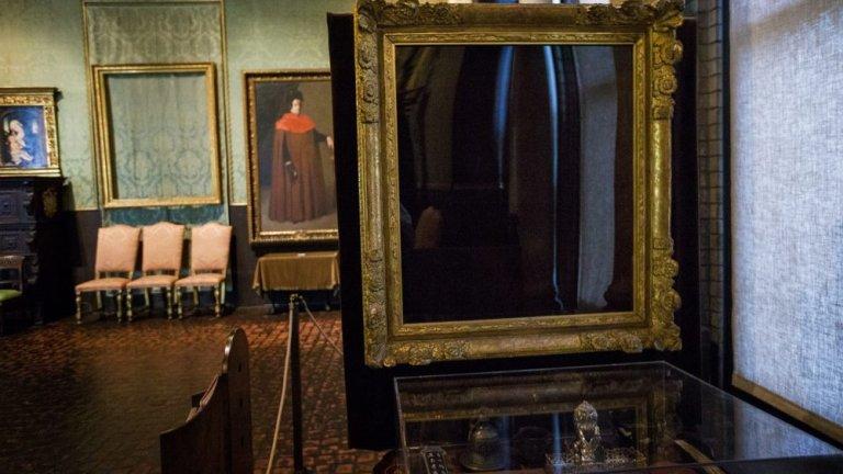 """This Is a Robbery: The World's Biggest Art Heist (Netflix) - 7 април  Тази документална поредица разглежда един от най-големите обири на произведения на изкуството - този от 1990 г. в Музея """"Изабела Стюард Гарднър"""" в Бостън, при който са откраднати 13 произведения на изкуството, включително картини на Рембранд, Дега, Мане и Вермер, чиято обща оценка възлиза на 500 млн. долара. Все още има награда от 10 милиона долара за информация, която води до завръщането на картините, като това остава най-скъпата кражба на изкуство в историята на САЩ. Сега тази поредица от 4 части се гмурка в това мащабно престъпление с надеждата да хвърли малко повече светлина върху това как се е случил самият обир и кой може да стои зад него."""