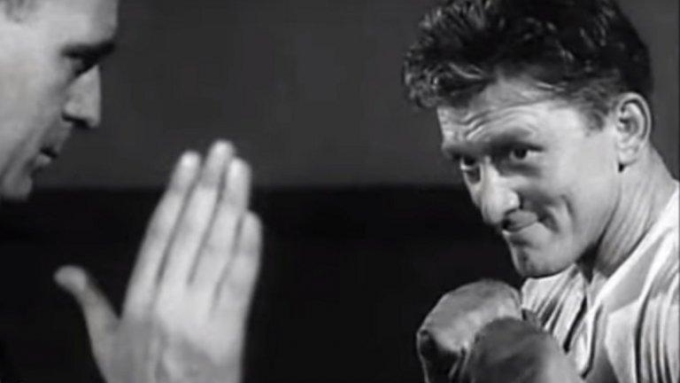 """""""Шампионът"""" (Champion) Боксовата драма от 1949 г. носи на Дъглас номинация за """"Оскар"""" заради главната му роля като Мидж Кели – бедно, амбициозно момче, което случайно научава, че боксът му се отдава съвсем естествено. Ранните си двубои печели с лекота и в крайна сметка става шампион на света. Но от един момент нататък – заради възрастта и други проблеми, започва обратен процес, който заплашва да унищожи живота и кариерата му. Ако героят на Кърк не може да се справи с тях, то самият актьор с лекота се справя с ролята."""