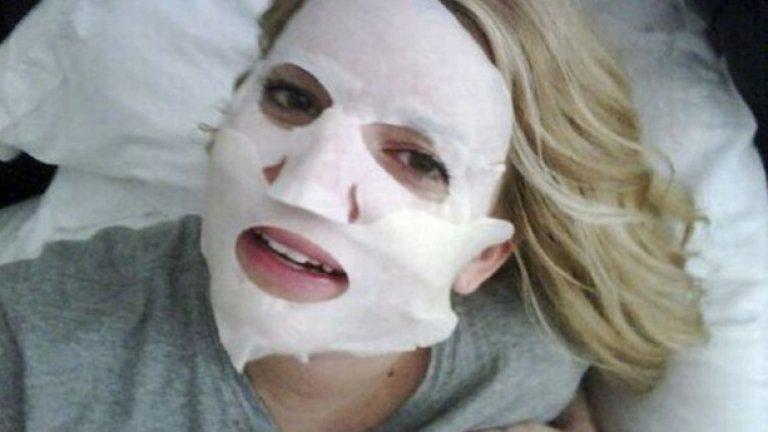 3. Джесика Симпсън ни показва как изглежда с маска на лицето.