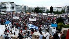"""В Гърция има и проправителствени протести, снощният мина под мотото """"Не на еврото"""""""